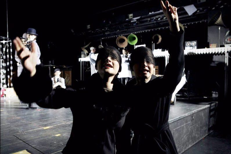 Elisabeth Schwarz und Theresa Grabner in Forugh, Opernhaus Graz 2007